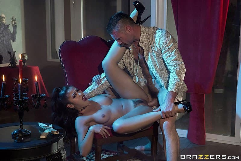 Download Creeping In Her Crypt - Kendra Spade Brazzers